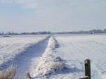 zugefrorener Wassergraben