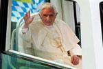 Papamobil und Herr Ratzinger