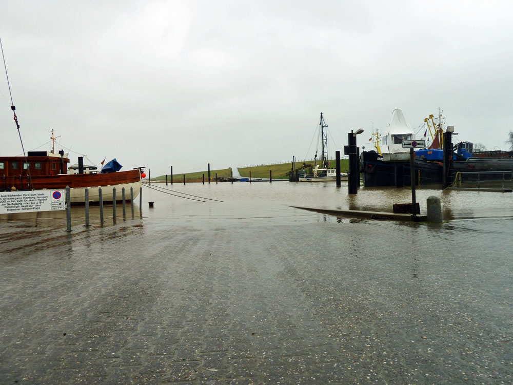 Parkplatz im Hafen Ditzum