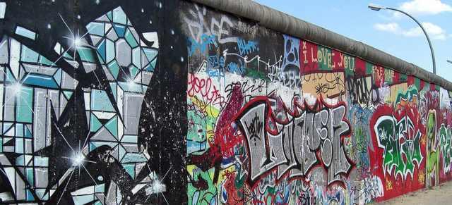 Berliner Mauer mit Grafitti