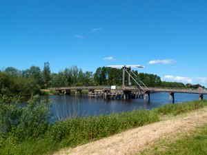 Fuß- und Radfahrerbrücke über die Aa